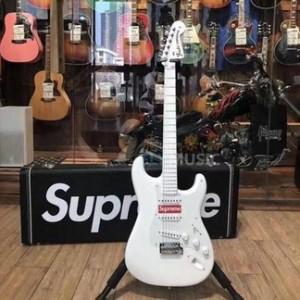 Supreme Guitar (FW17)
